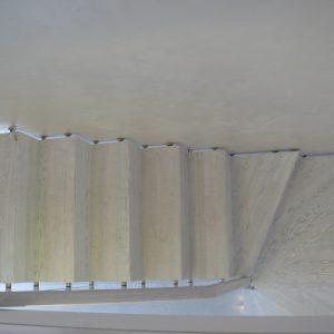 Schody dywanowe + balustrada szklana