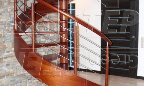 Omega – Spiralne schody drewniane ze stylizowanym policzkiem giętym