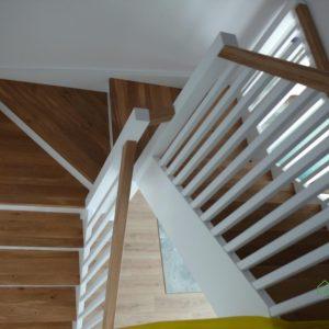 Nowoczesne schody drewniane samonośne