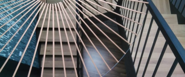 Dubaj – nowoczesne schody z balustradą laser